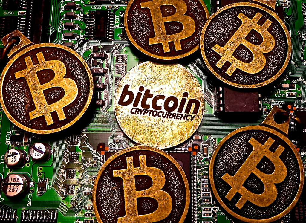 Bitcoin The Pros and Cons of the Upcoming Currency